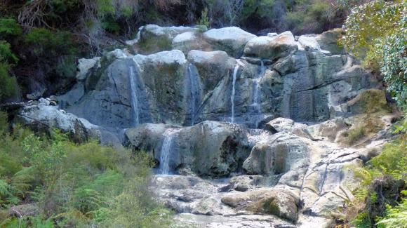 Hells Gate geothermal steaming cliffs kakahi falls