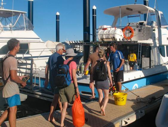 Exmouth Dive Center boat, boarding for dive trip