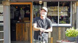 Rubba Duck Safari - Tour guide Josh demonstrates the throttle control