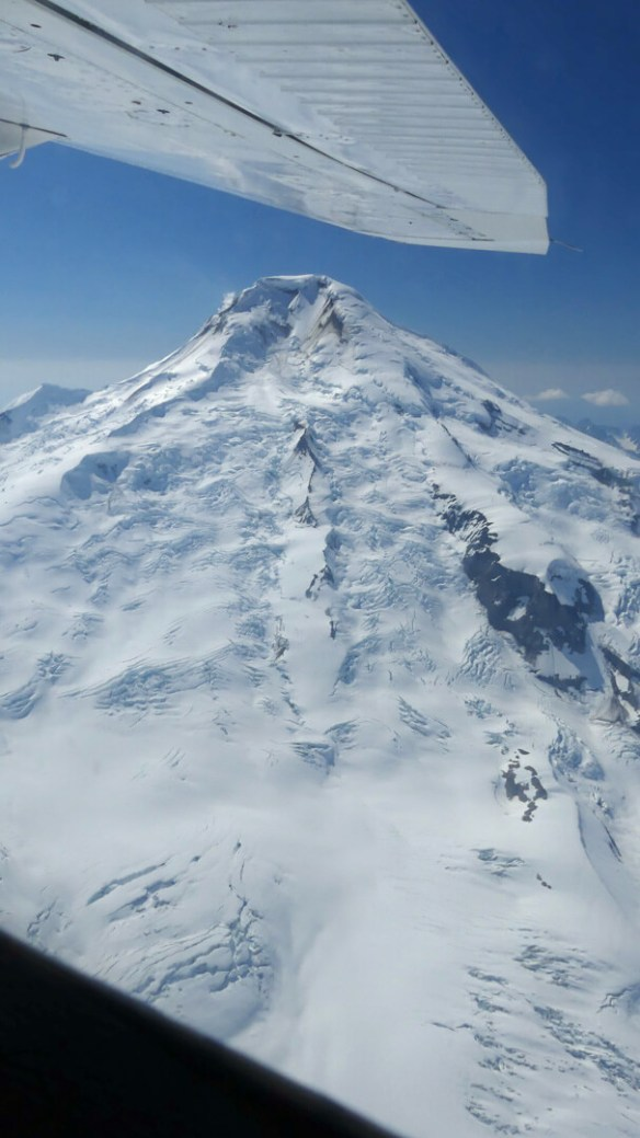 Flightseeing Tour reveals Volcano in Aleutian Range
