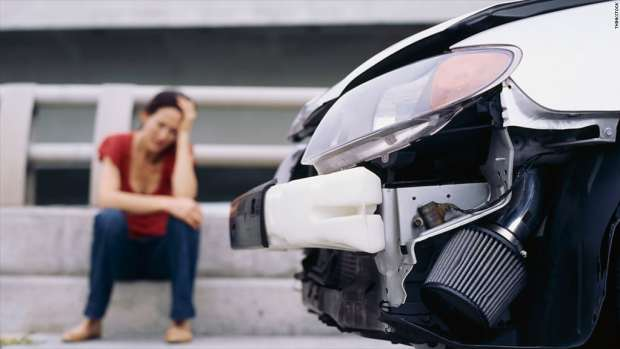 disadvantages-of-car-insurance-damaged-car