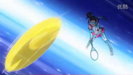 Cartoon Li Na slams a tennis ball at Edishen.