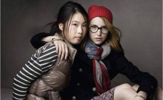 GAP-China-Print-Ad-Wang-Momo-and-Julia-Frakes
