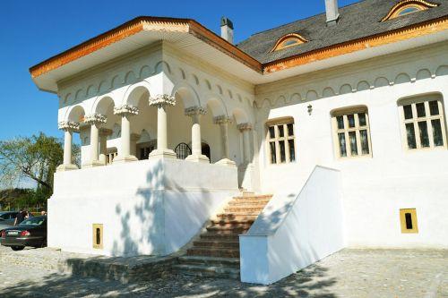 """S-au finalizat lucrările de restaurare a vechiului conac boieresc """"Pană Filipescu"""", realizate cu fonduri Regio"""
