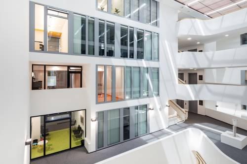 Solutii moderne, ferestre si usi automate GEZE in noua Primarie din Leonberg, Germania