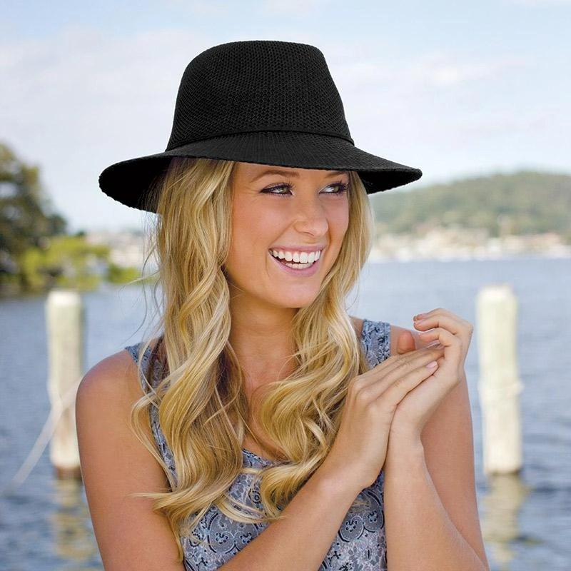 83f148b00b511 Review of Trendy packable sunsafe hats from Wallaroo