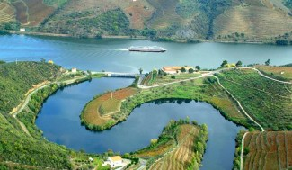 a photo of the portugal douro river valley