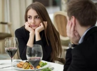 women not happy on her date