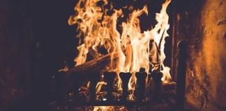 Foto a fornalha de fogo ardente