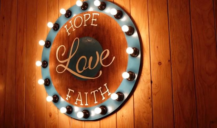 foto experança, amor e fé - uma fé que agrada a deus