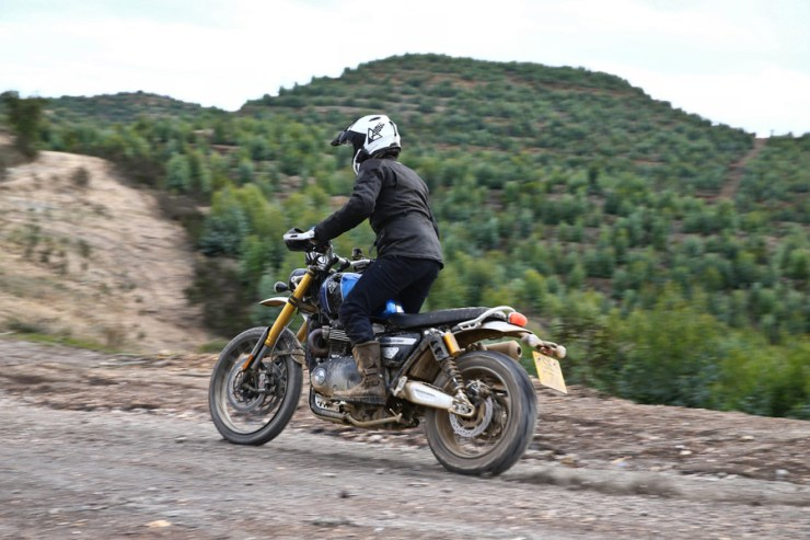 triumph scrambler 1200 review 17