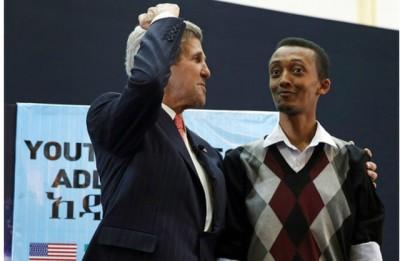 Natnael Feleke avec M. John Kerry, en 2013.