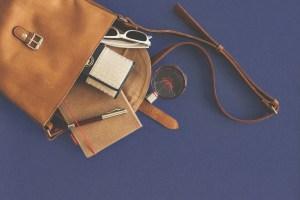 Revista de bolsas e pertences sem contato físico não caracteriza ofensa