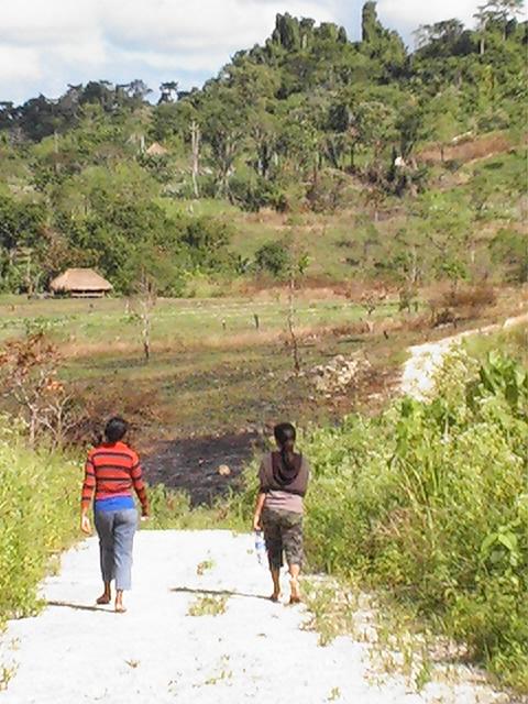Ester and Pua Walking Down the Road to Kapapa