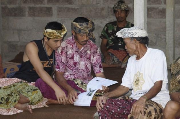 Farmers of Subak Kulub Atas perusing Julia Watson's Design Proposal for Bali's World Heritage