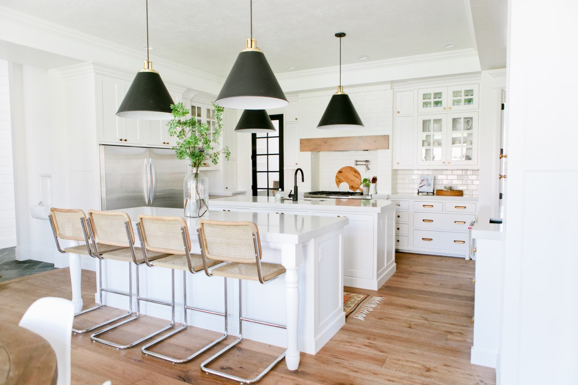 Modern Farmhouse Home Tour : Kitchen, Dining + Living Spaces