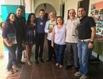 Compartiendo con varios profesores y amigos, celebrando el nacimiento de la segunda edición de la revista Faena Historigróafica