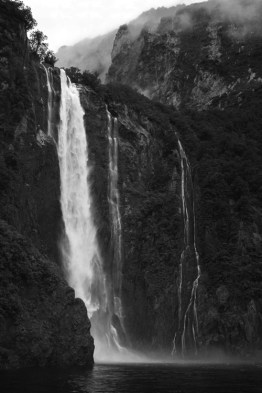 milford sound fiordland new zealand