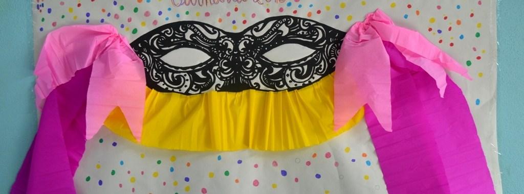 Cartaz do conurso com uma mascarilha e tule amarelo e rosa