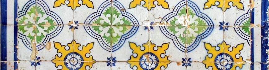 Azueljo português com motivos geométricos