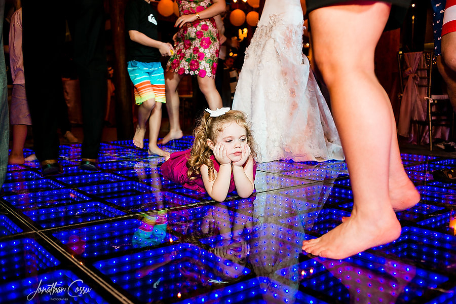 Kids at weddings by Jonathan Cossu Photographer.