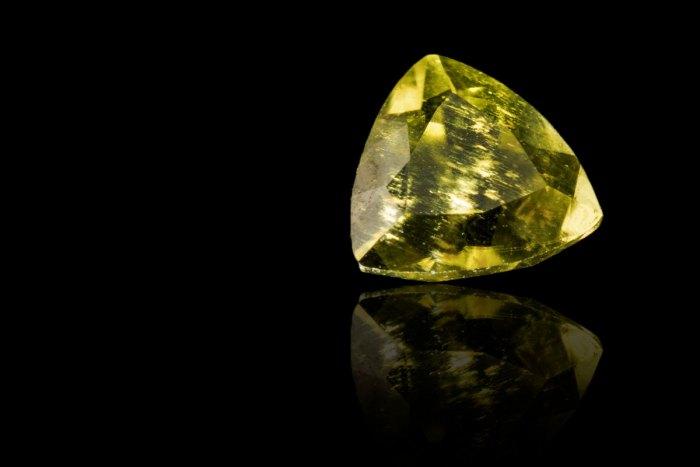 Palladot-0-210-Carats-Gemstone