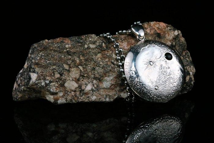 silver-moon-pendant-iv