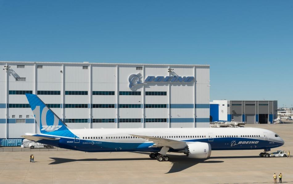 boeing-787-10-dreamliner-launch-trump-2