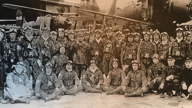 kamikaze Osamu Yamada con sus colegas