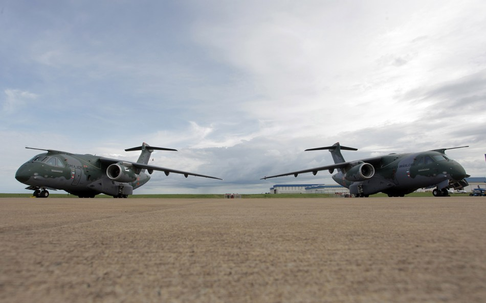 KC390_twoprototypes
