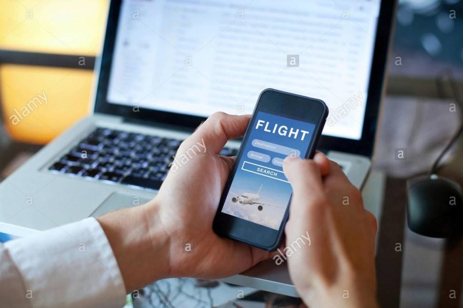 buscar-vuelos-en-linea-de-la-aplicacion-movil-reserva-de-billetes-de-avion-khdf8h