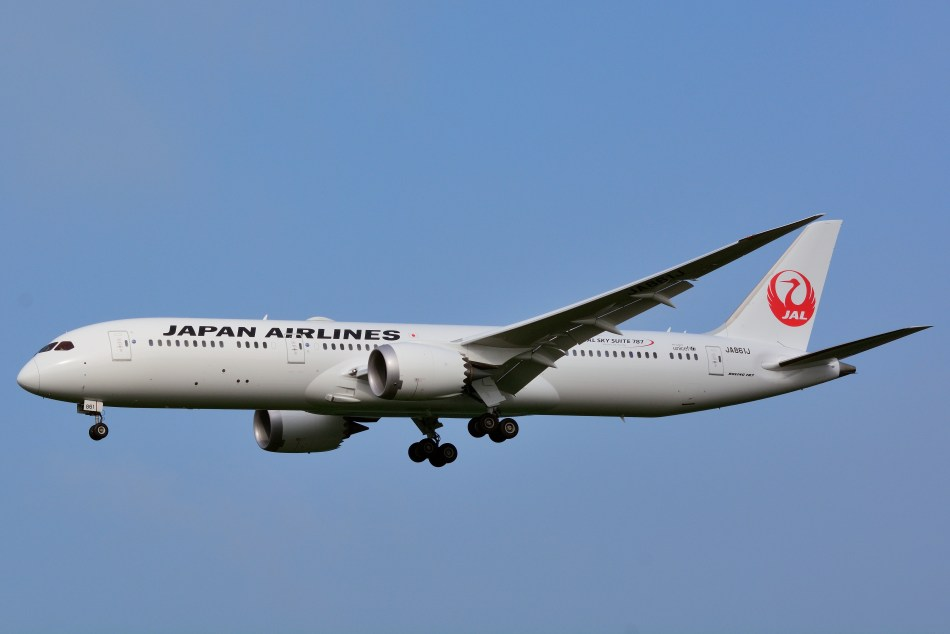 Japan_Airlines,_Boeing_787-9_JA861J_NRT_(19455285040)