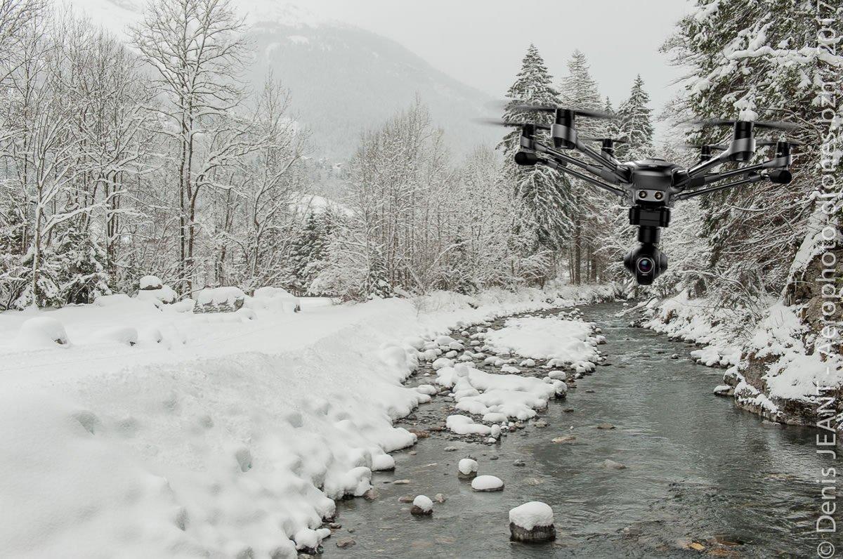 Survol dun Typhoon sur la neige