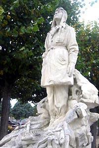 La statue de Delpérier sur la tombe de Victor Lasalle à Tours