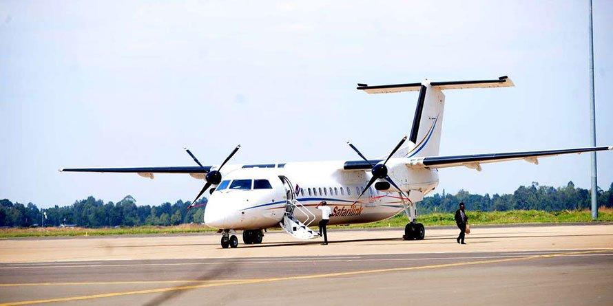 A Safarilink plane
