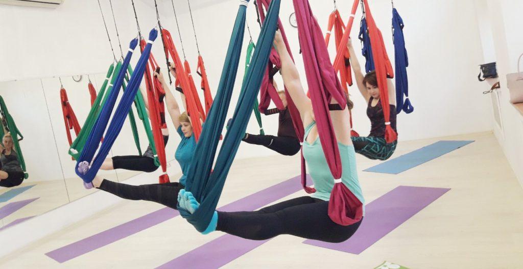 Упражнения йоги в гамаках: все о вращающихся позах.
