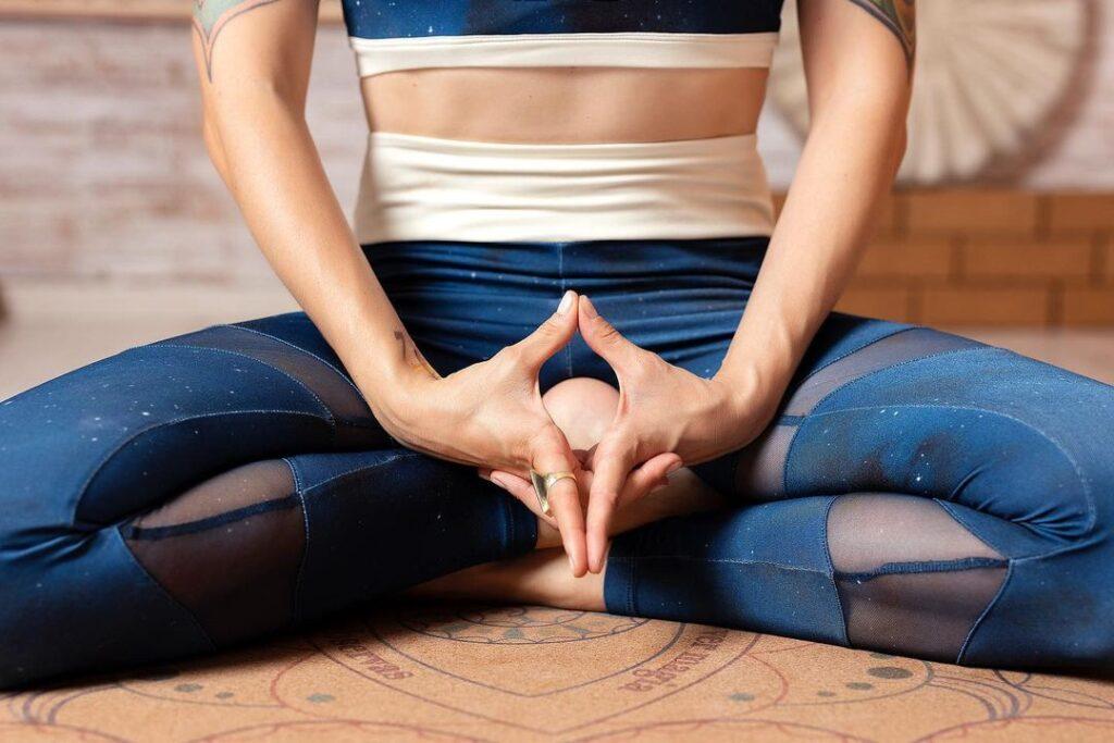 Акупрессура при менструальных спазмах: 2 акупунктурные точки
