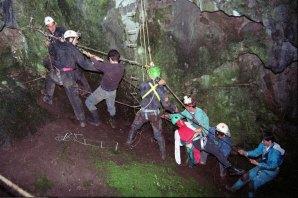 Actividade de simulacro de salvamento em gruta