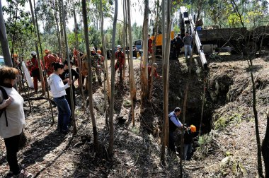 web-r-noticia-2013-04-20-Limpeza-do-Algar-do-Francês-PNSAC_RMF7274