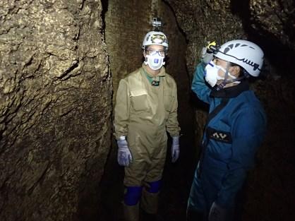 Luís Meira e Maria Pinto preparados para a exploração de gruta com numerosa colónia de morcegos