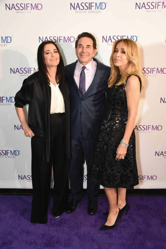 Dr Paul Nassif with Kyle Richards (L) and Faye Resnick (R)