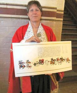 Mistress Gozen with her Laurel scroll. Photo by Tiercelin.