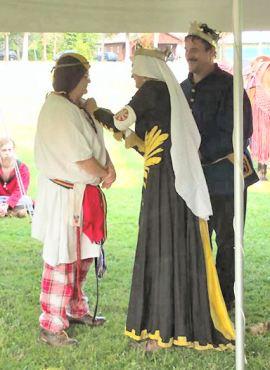 Lady Adeliz receives her Keystone. Photo by Mikus Magellus.