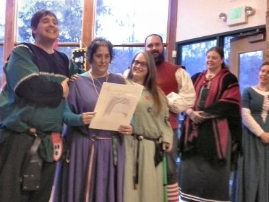 Lady Margery receives a Sycamore and is extolled by the cast of i Genisii. Photo by Arianna.