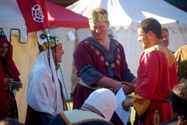 Lord Rouland is inducted into the Order of the Gage. Photo by Lady Aine.