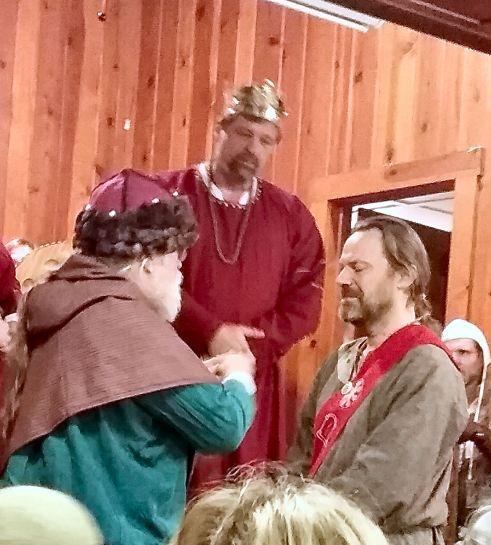 Hrolfr gets medallion from Fridrikr