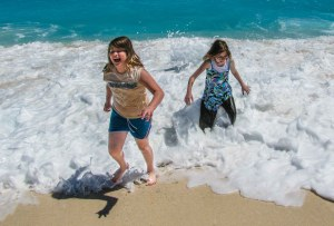 Zoe and Maya in cancun