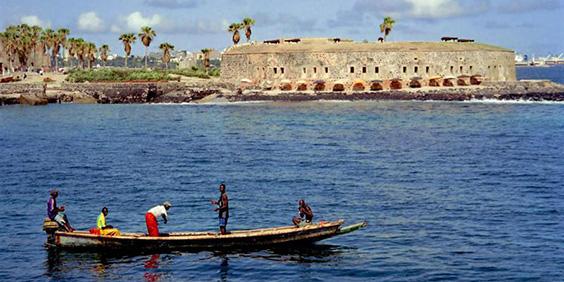 Senegal-boat-Gorèe_564x282