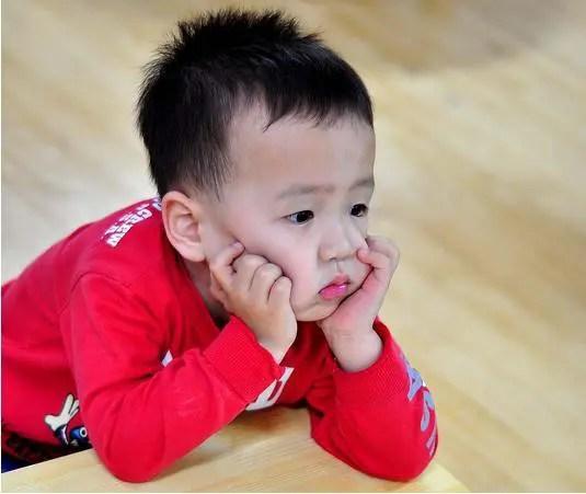 Có thể bố mẹ không tin, nhưng trẻ cũng cần được bỏ mặc với nỗi buồn chán vì... - Ảnh 2.