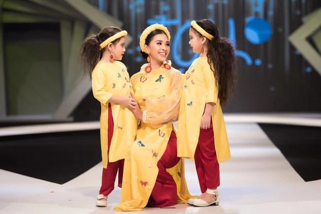 Cùng làm vedette, HH Tiểu Vy diện áo dài duyên dáng cạnh tranh với HH Phương Khánh trong thiết kế đầm xẻ cao tít - Ảnh 3.